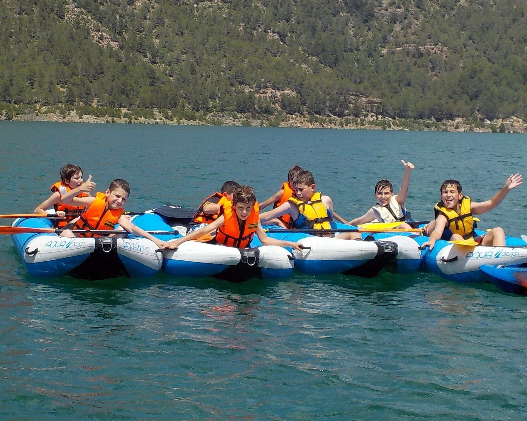 Open kayak con escolares
