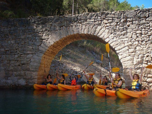 Kayak in the dam 13 with Somos Aventura in Castellón