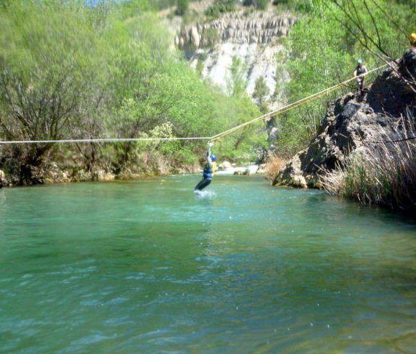 Tirolina al agua